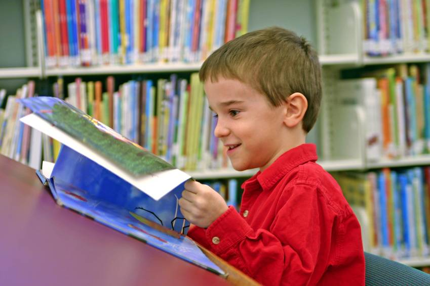 http://www-tc.pbs.org/parents/booklights/BoyReading.jpg