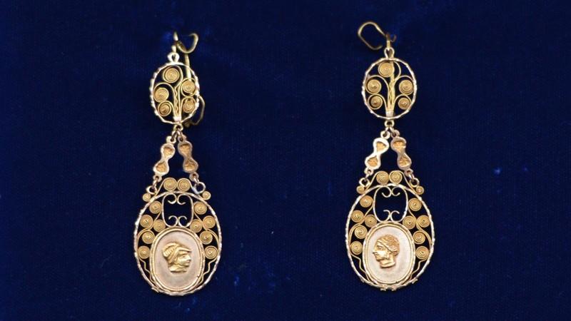 French filigree earrings ca 1775 antiques roadshow pbs for Jewelry appraisal omaha ne