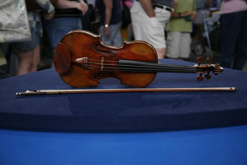 1798 nicolas lupot violin peccatte style bow antiques roadshow pbs. Black Bedroom Furniture Sets. Home Design Ideas