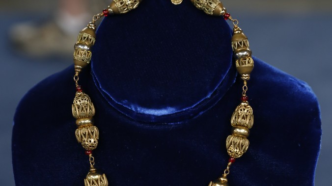 Read Appraisal Transcript & Chanel Costume Jewelry Necklace ca. 1940 | Antiques Roadshow | PBS