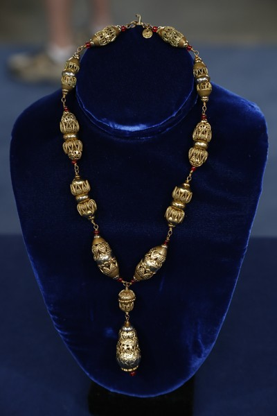 Chanel costume jewelry necklace ca 1940 antiques for How do you get jewelry appraised