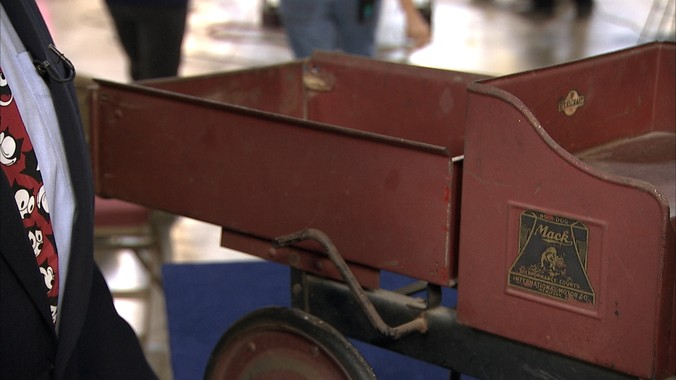 Car Auction Online >> Steelcraft Pedal Mack Dump Truck, ca. 1925 | Antiques Roadshow | PBS