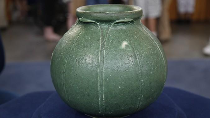 Grueby Pottery Vase Ca 1905 Antiques Roadshow Pbs