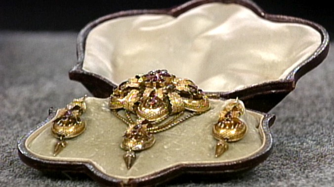 Gold topaz jewelry set ca 1835 antiques roadshow pbs for How do you get jewelry appraised