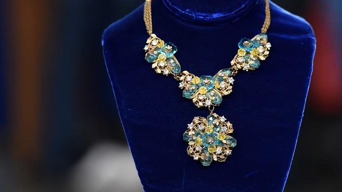 Read Appraisal Transcript & Costume Jewelry Parure ca. 1945 | Antiques Roadshow | PBS