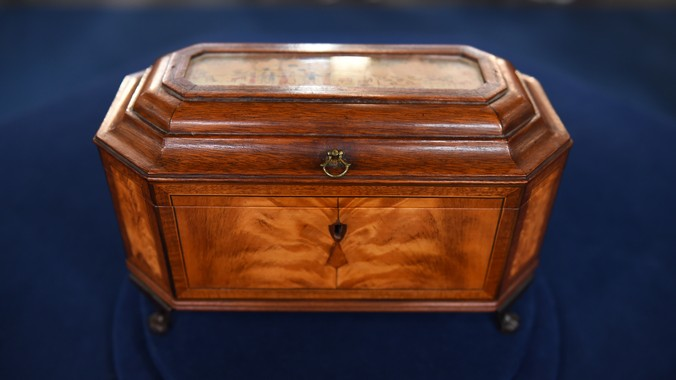 Read Appraisal Transcript - Massachusetts Federal Tea Caddy, Ca. 1810 Antiques Roadshow PBS