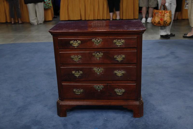 Queen Anne Figured Walnut Chest of Drawers ca 1750