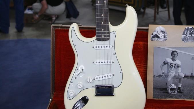 1962 Left-Handed Olympic White Fender Stratocaster ...