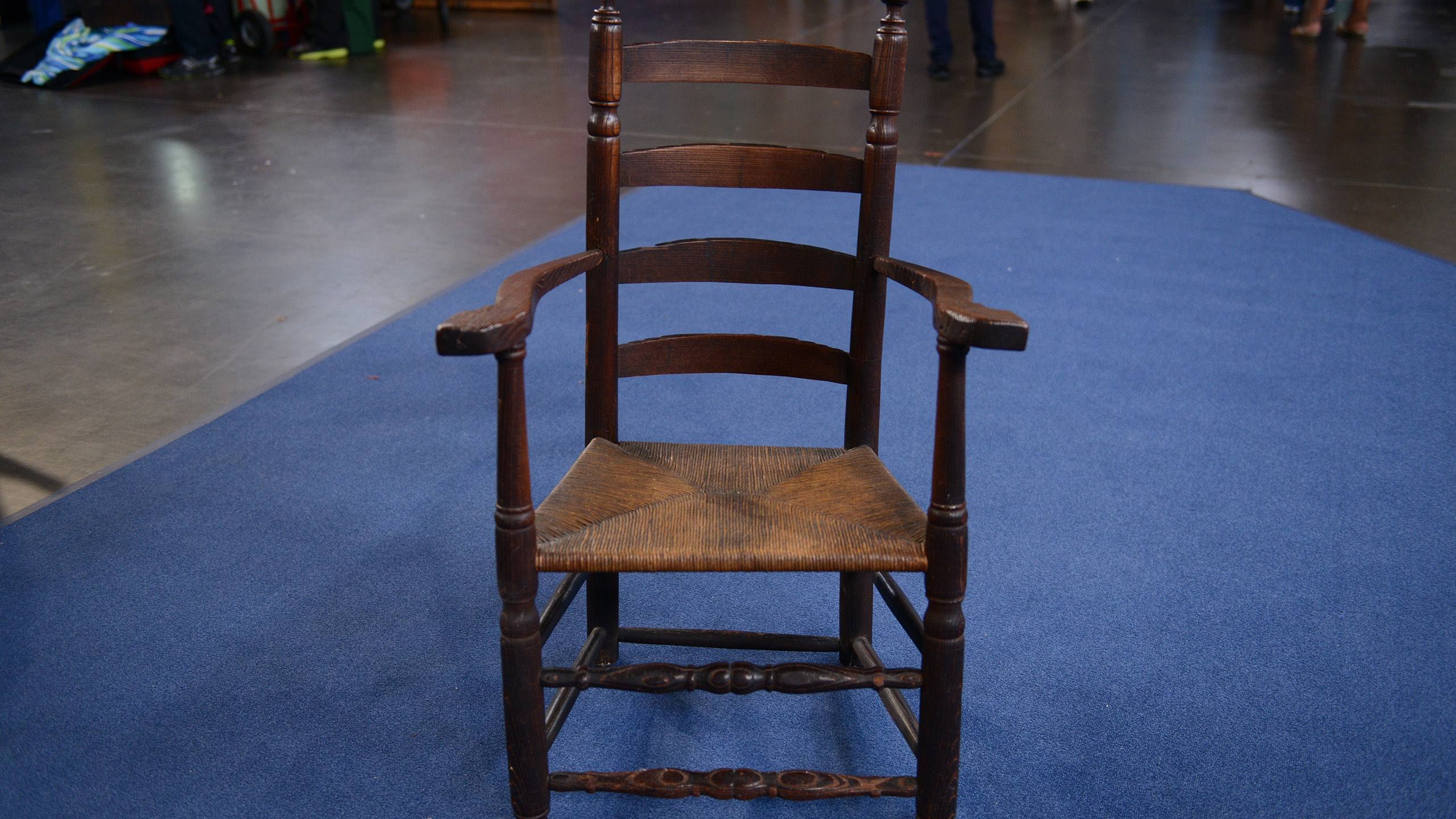 http://www-tc.pbs.org/prod-media/antiques-roadshow/article/images/Great-chair-lede.jpg