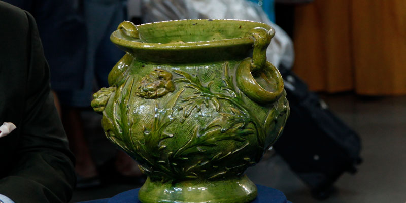 http://www-tc.pbs.org/prod-media/antiques-roadshow/article/images/Jardinere-.jpg