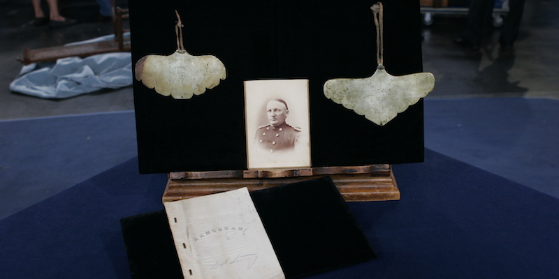 http://www-tc.pbs.org/prod-media/antiques-roadshow/article/images/Lakota-dictionary-lede.jpg