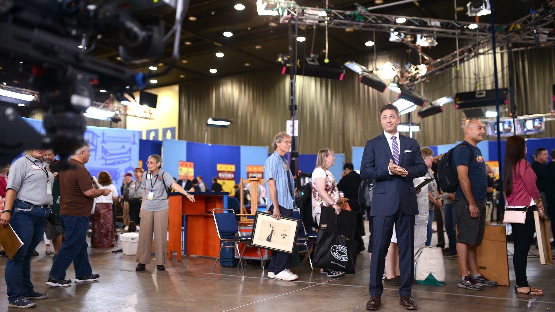 http://www-tc.pbs.org/prod-media/antiques-roadshow/article/images/Mark-on-old-set_1920x1080-cc.jpg