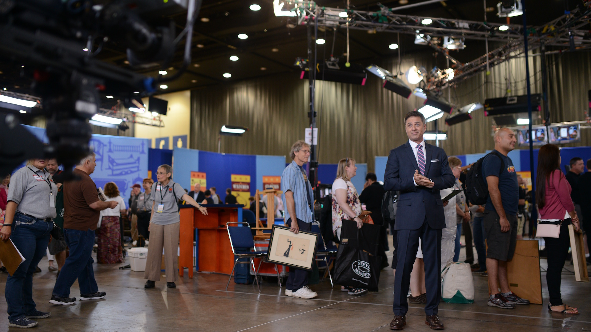 http://www-tc.pbs.org/prod-media/antiques-roadshow/article/images/Mark-on-old-set_1920x1080.jpg
