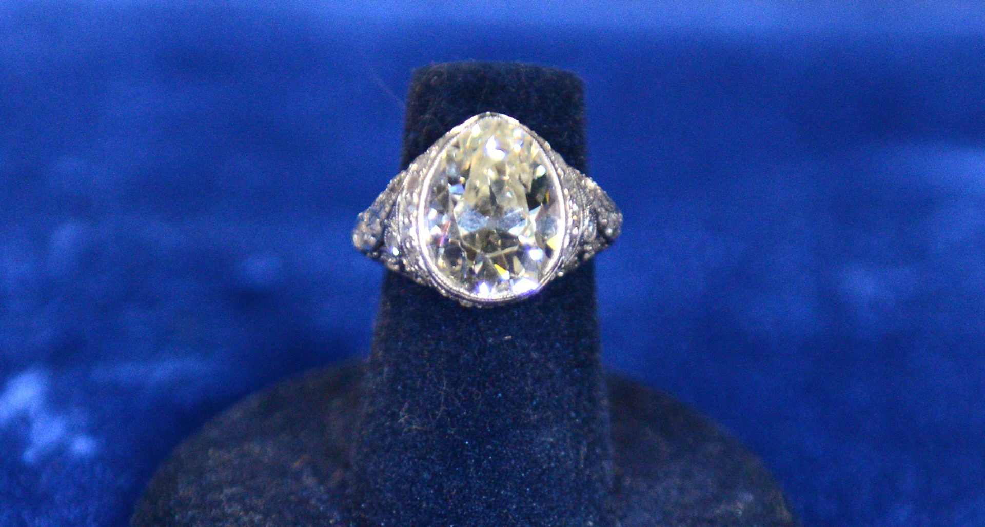http://www-tc.pbs.org/prod-media/antiques-roadshow/article/images/diamond-engagment-ring.jpg