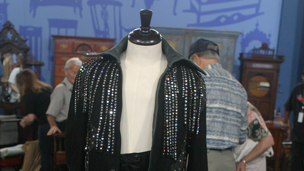 http://www-tc.pbs.org/prod-media/antiques-roadshow/article/images/elvis-lede.png