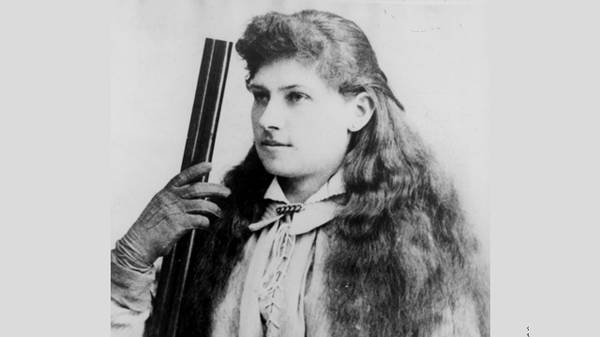 Annie Oakley Becomes a Movie Star