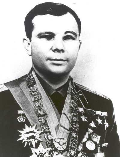 Moon-Soviet-Gagarin_race_03.jpg