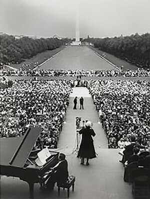 Eleanor-Marion-Anderson-standing-before-an-audience-in-front-of-the-Lincoln-Memorial-April-20,-1952-LOC.jpg