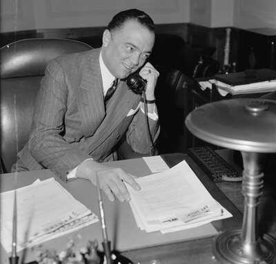 J.-Edgar-Hoover,-Dir.-of-F.B.I.,-in-his-office,-April-1940-LOC-28439a.jpg