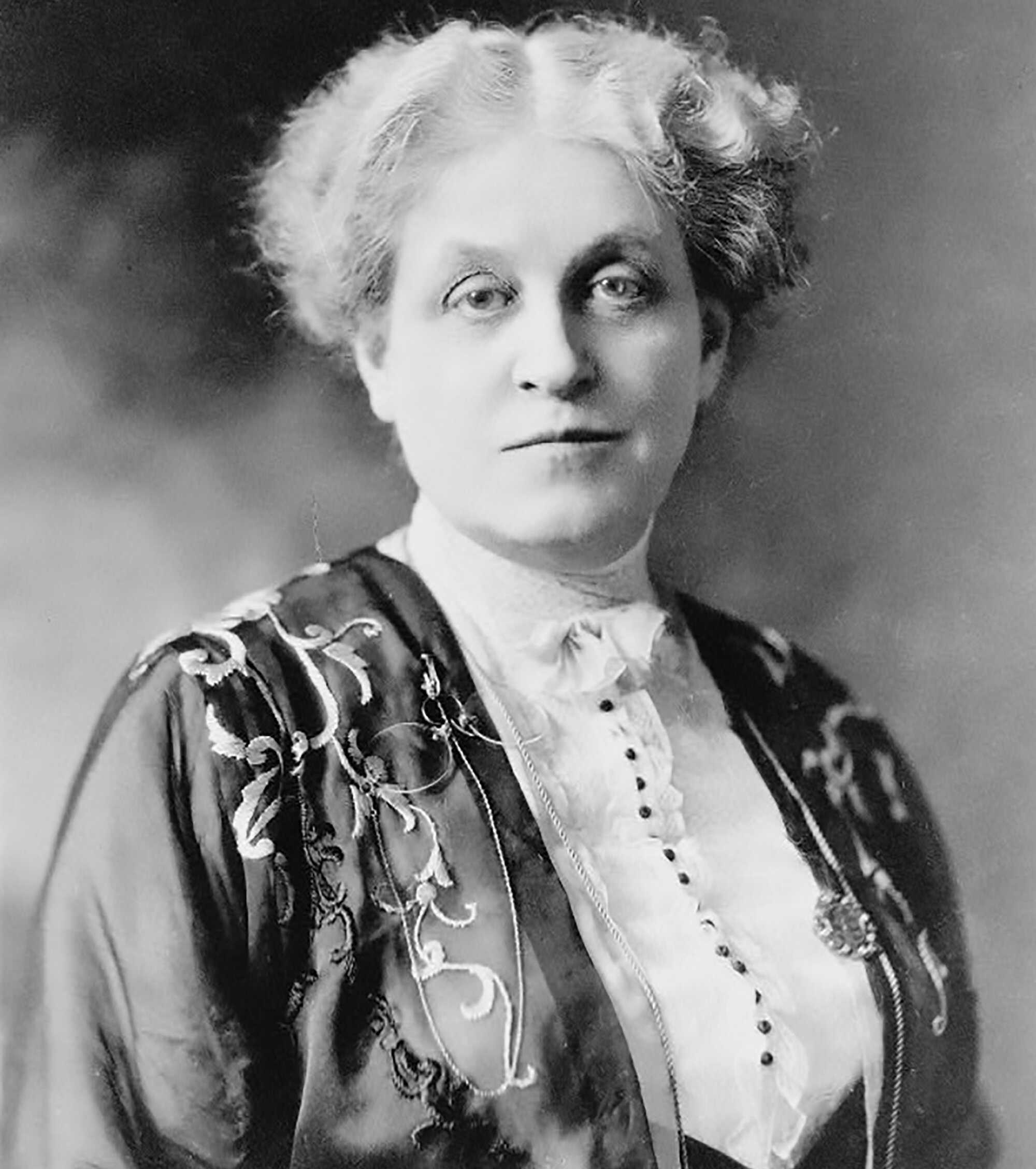 Wilson-Carrie-Chapman-Catt-1909-LOC.jpg