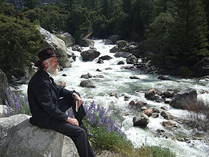 John Muir (portrayed by Howard Weamer) in Yosemite. Photo by Bob Roney © Global Village Media.