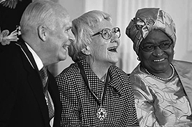 Harper Lee, fl anked by C-SPAN founder Brian Lamb and Ellen Johnson Sirleaf, the president of Liberia, recipients of the Presidential Medal of Freedom, November 5, 2007