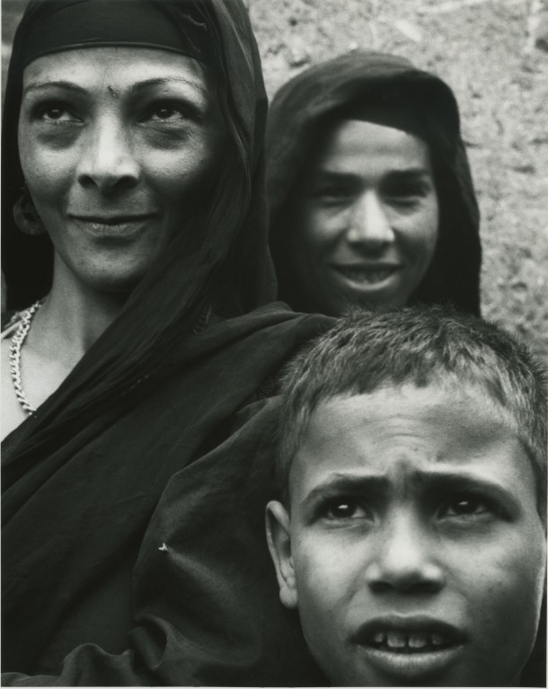 """Woman and Child, Nile Village,"" Egypt, 1963. Photo: Dorothea Lange"