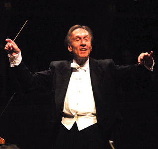 Claudio Abbado conducts the Berlin Philharmonic from Europakonzert: From Palermo © EuroArts