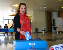 Reporter, Hadas Ragolsky, voting at her local polling station in Tel Aviv