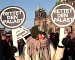 Women protest in Berlin to save the Palace of the Republic.