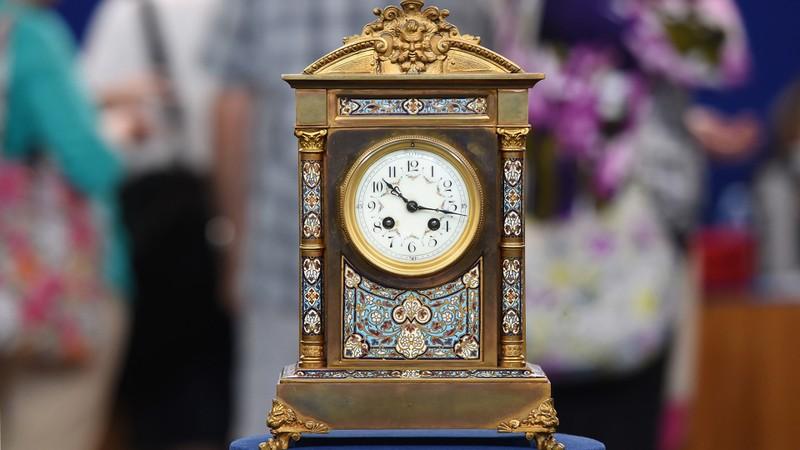 Value of old mantel clocks