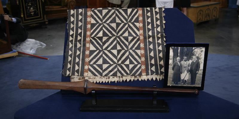 https://www-tc.pbs.org/prod-media/antiques-roadshow/article/images/Fiji-lede.JPG