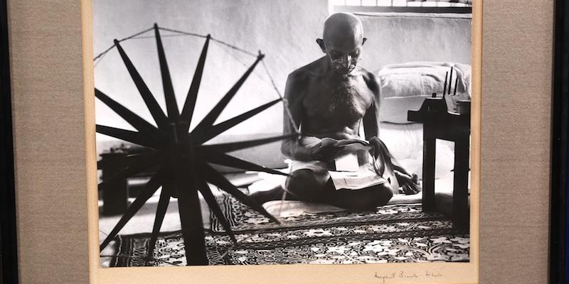 https://www-tc.pbs.org/prod-media/antiques-roadshow/article/images/MBW-Mohandas-Gandhi-1946-lede.jpg