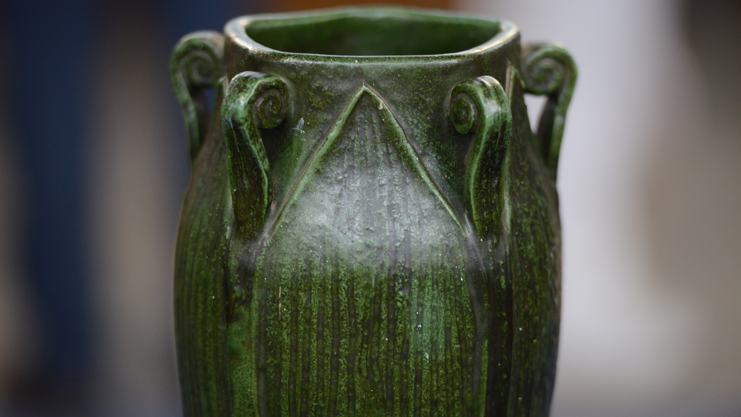 https://www-tc.pbs.org/prod-media/antiques-roadshow/article/images/tomas-wheatley-vase-cu.jpg