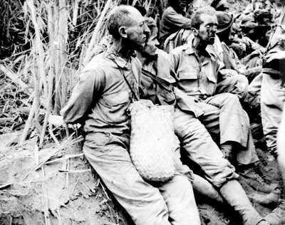 Macarthur-Bataan-Guerrilla-LOC-1942.jpg