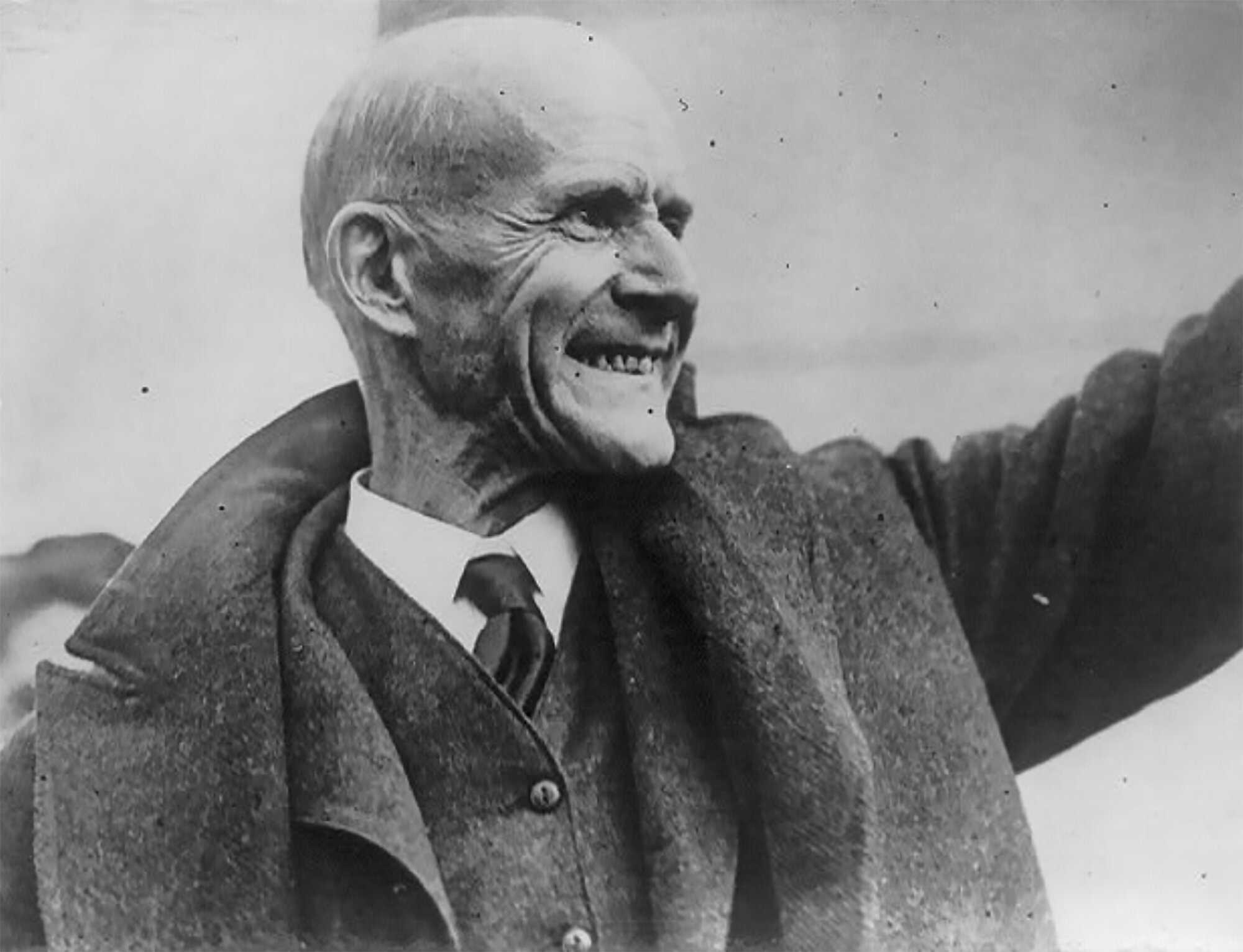 Wilson-Eugene-debs-LOC-Eugene-V.-Debs,-5-times-Socialist-candidate-for-President,-set-free-from-prison-on-Christmas-Day-1921.jpg