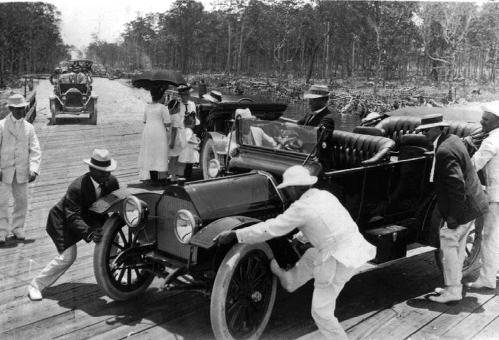 Miami-pushing-car.jpg