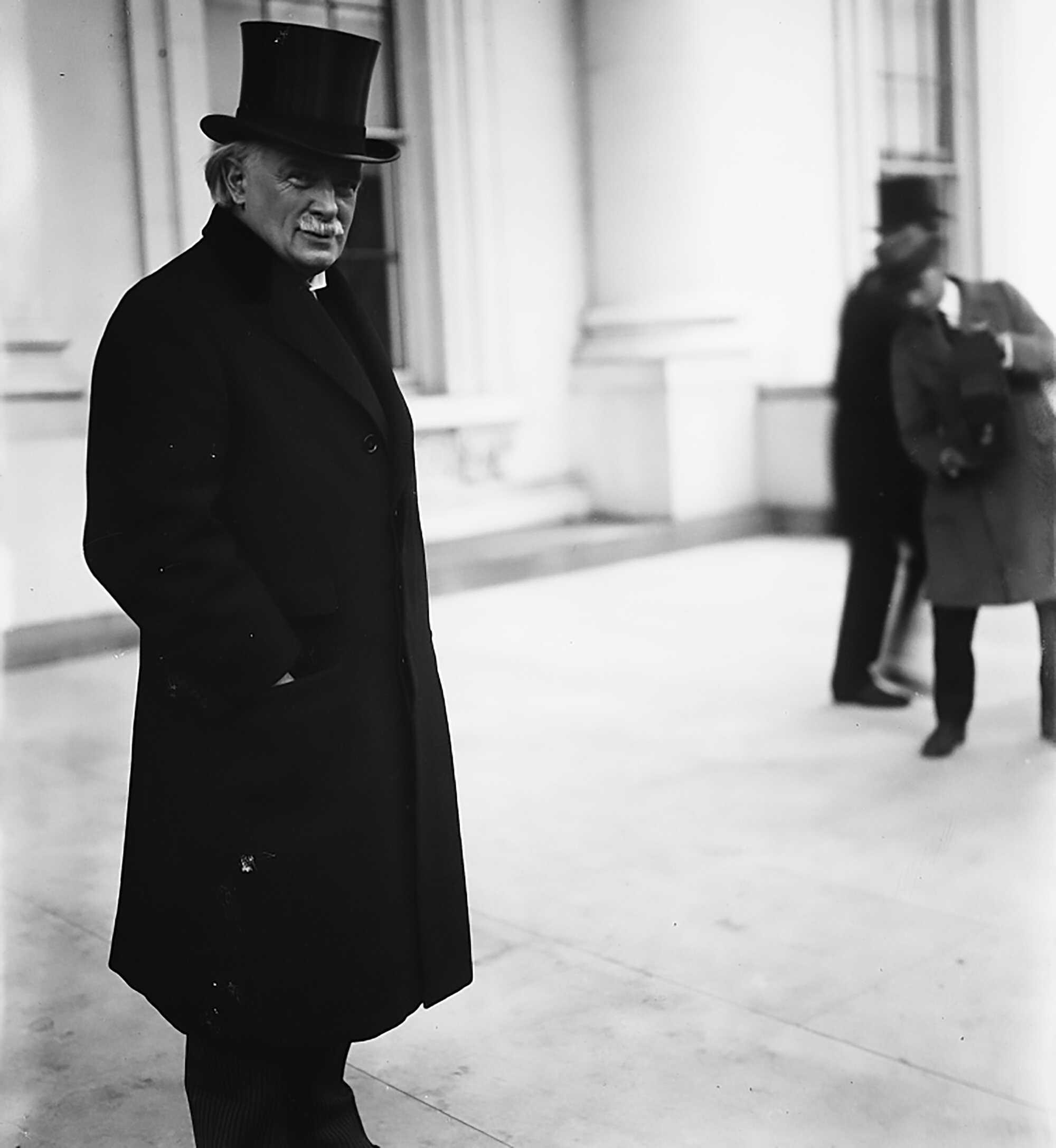 Wilson-David-Lloyd-George-at-White-House,-Washington,-D.C.-1923-LOC.jpg