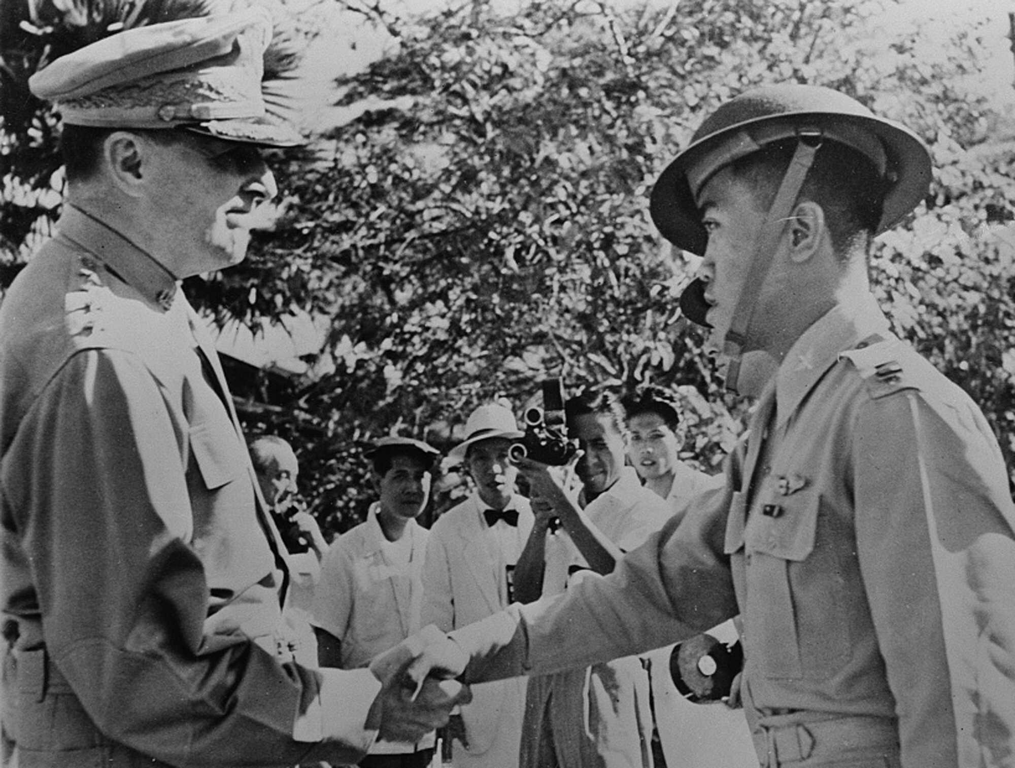 macarthur-Philipino-Veterans-December-22,-1941-LOC.jpg