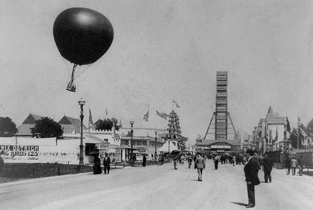 Chicago-Exposition_Captive-balloon-and-Ferris-wheel,-World's-Columbian-Exposition-1893.jpg