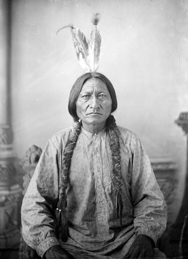 Oz-Ghost-Dance-Sitting_Bull_by_D_F_Barry_ca_1883_Dakota_Territory.jpg