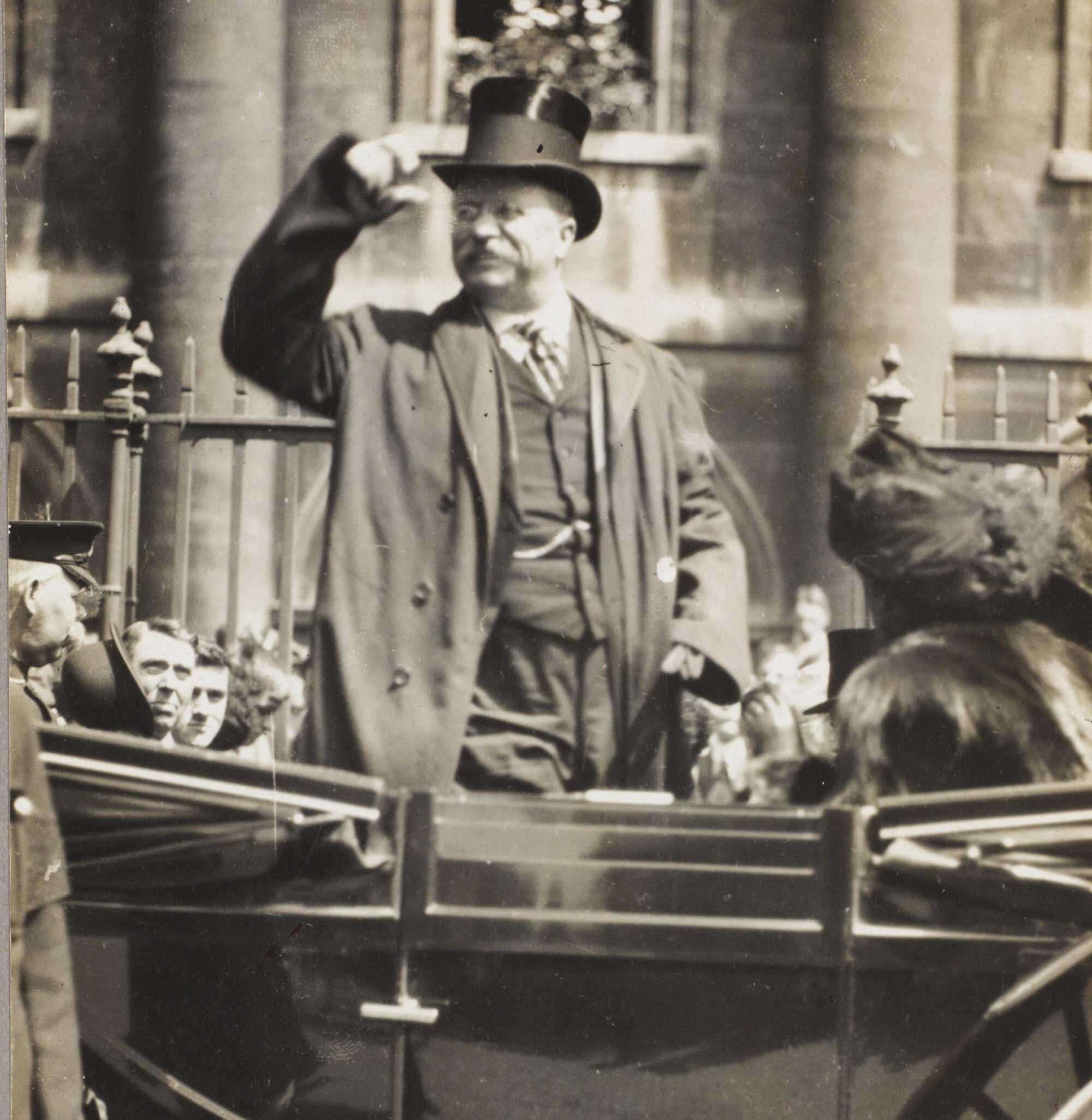 TR-Legacy-Feature salutes crowd 1910 LOC.jpg