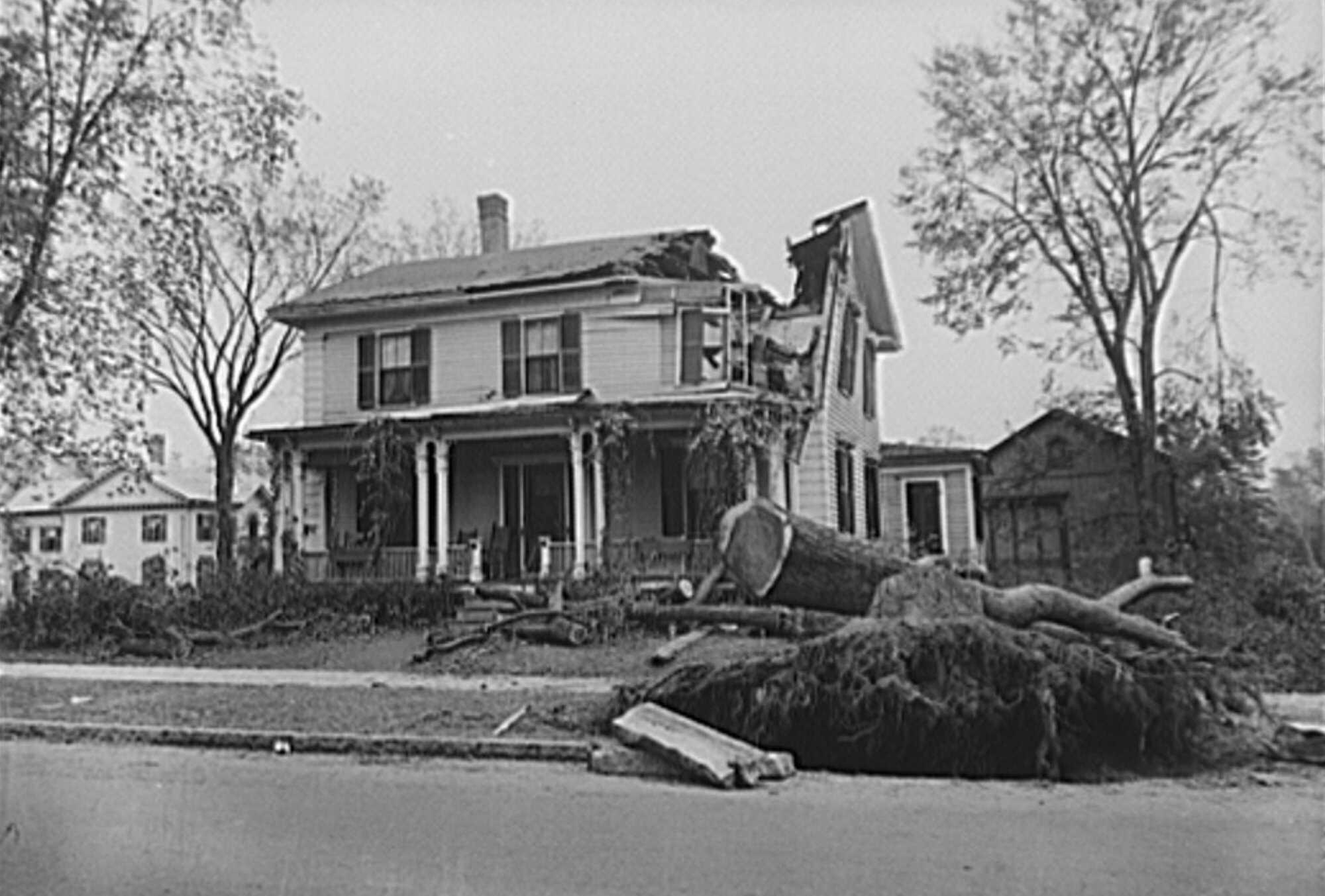Hurricane-Crosson-House-in-Amherst,-MA-1938-LOC.jpg