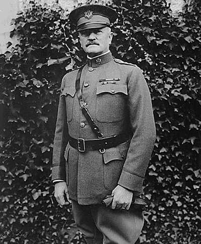 Macarthur-General_John_J_Pershing-Chaumont_France-NARA_530766.jpg