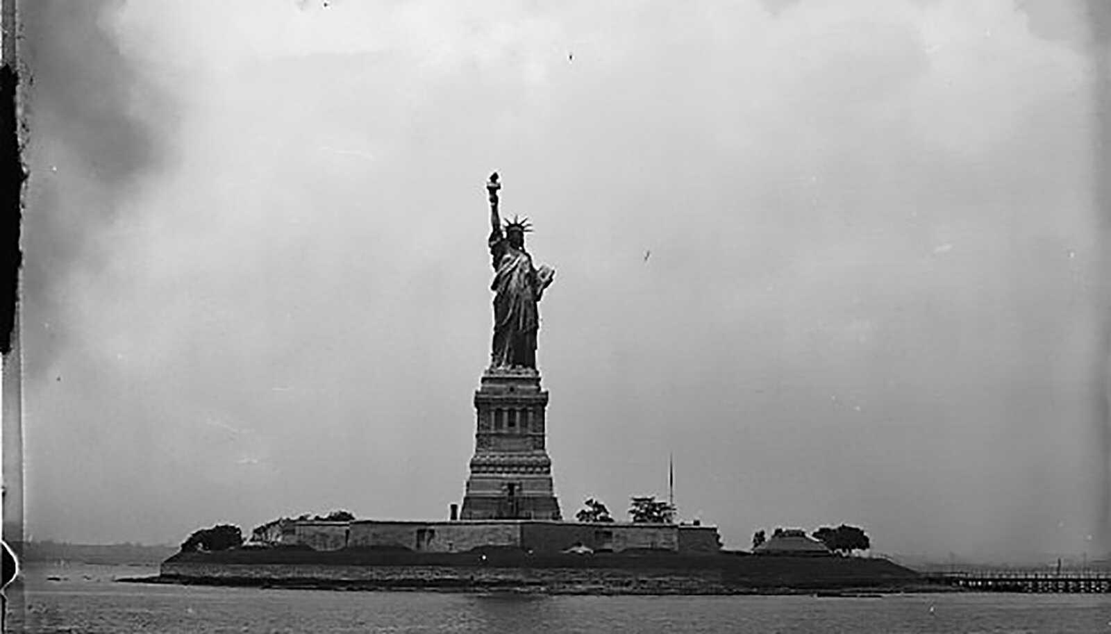 Newyork-Immigration-Liberty-LOC.jpg