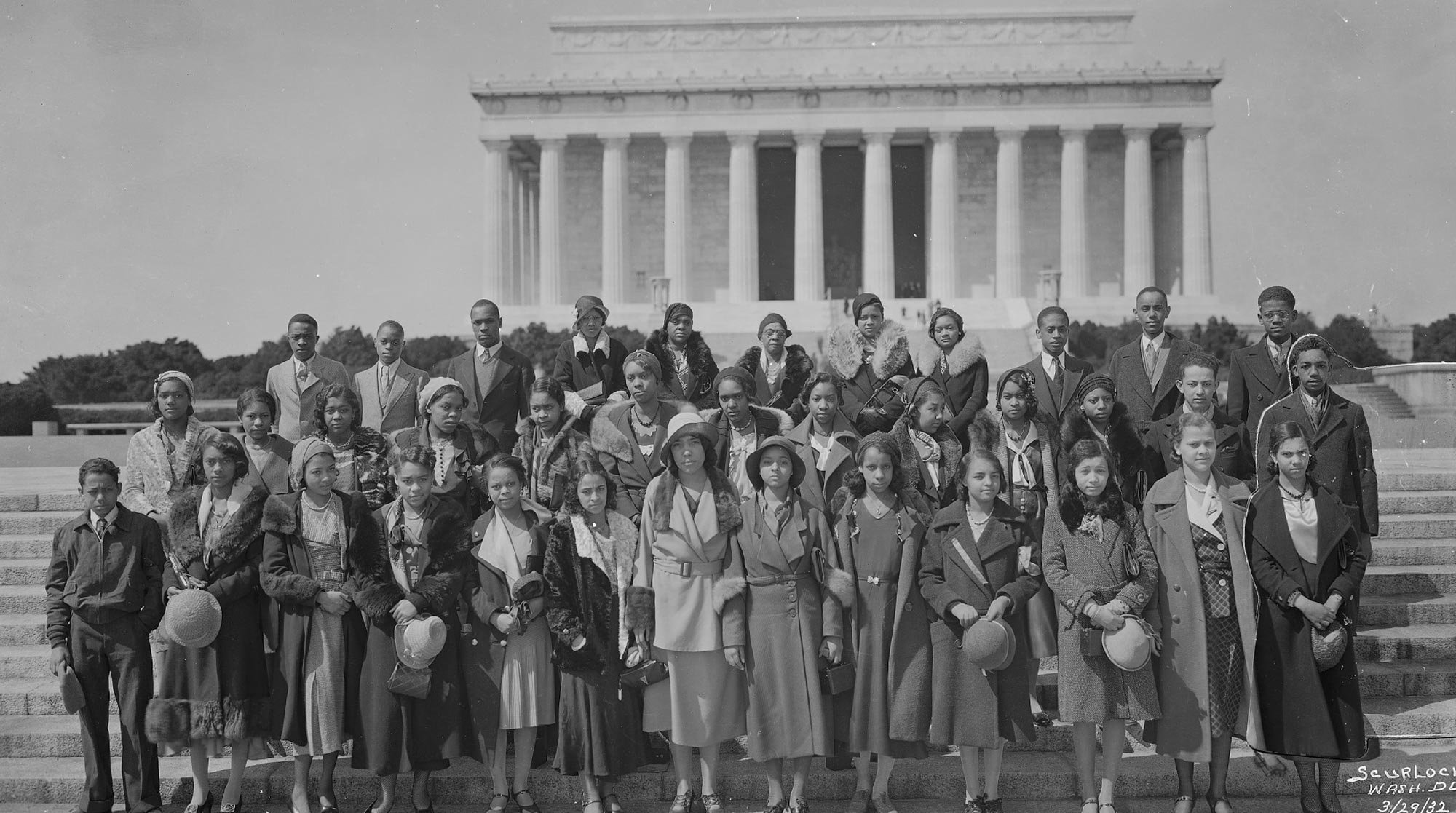 Monument-Group-Smithsonian.jpg