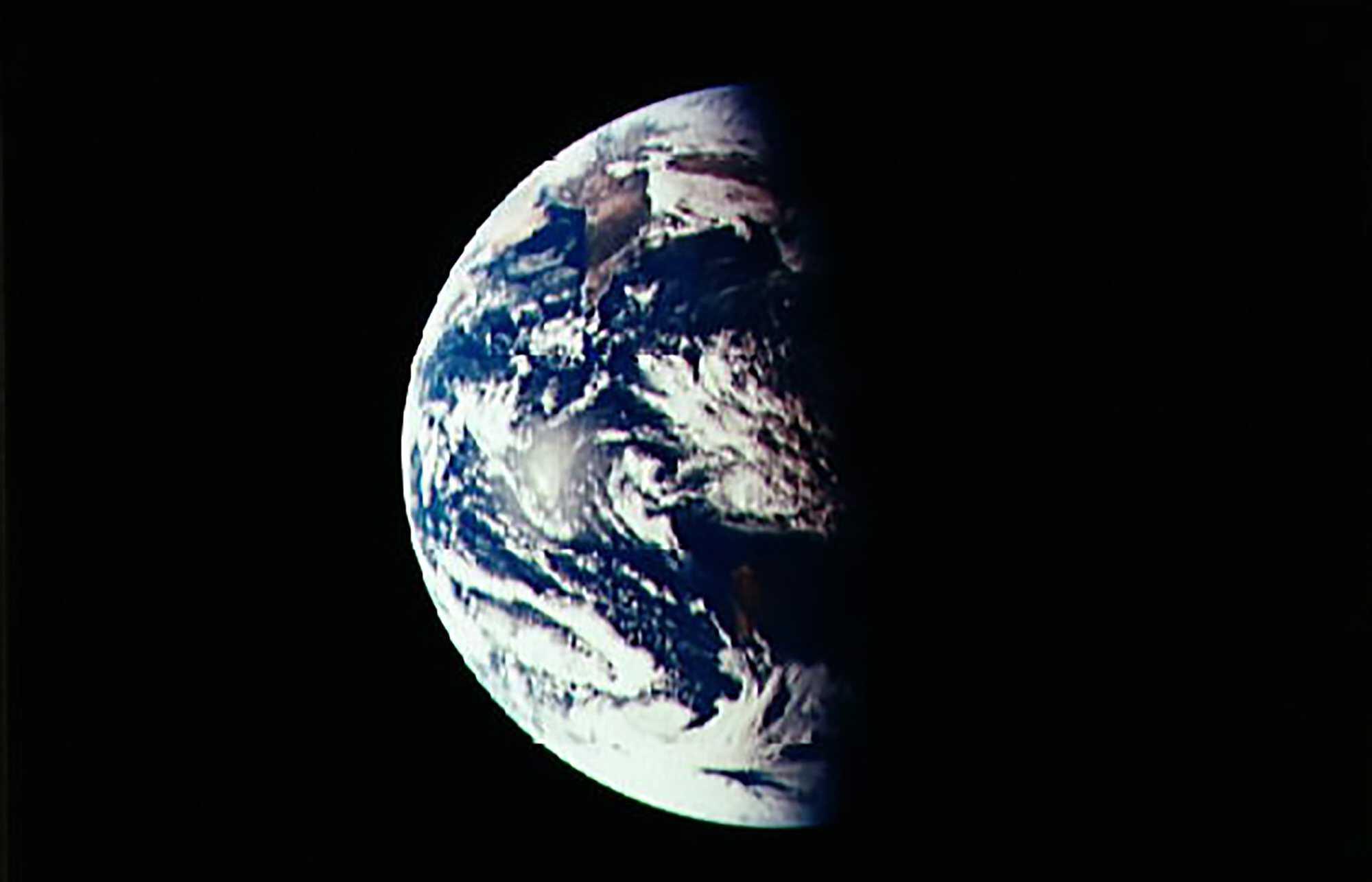 Moon_telecast_earthrise_02.jpg
