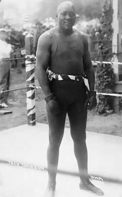 Gight-Black-Boxers_race_01.jpg