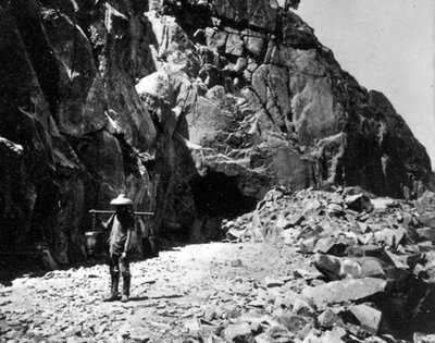 Iron-Road-TGuide-A-Chinese-tea-carrier-outside-the-tunnel-through-the-Sierras,-Library-of-Congress.jpg