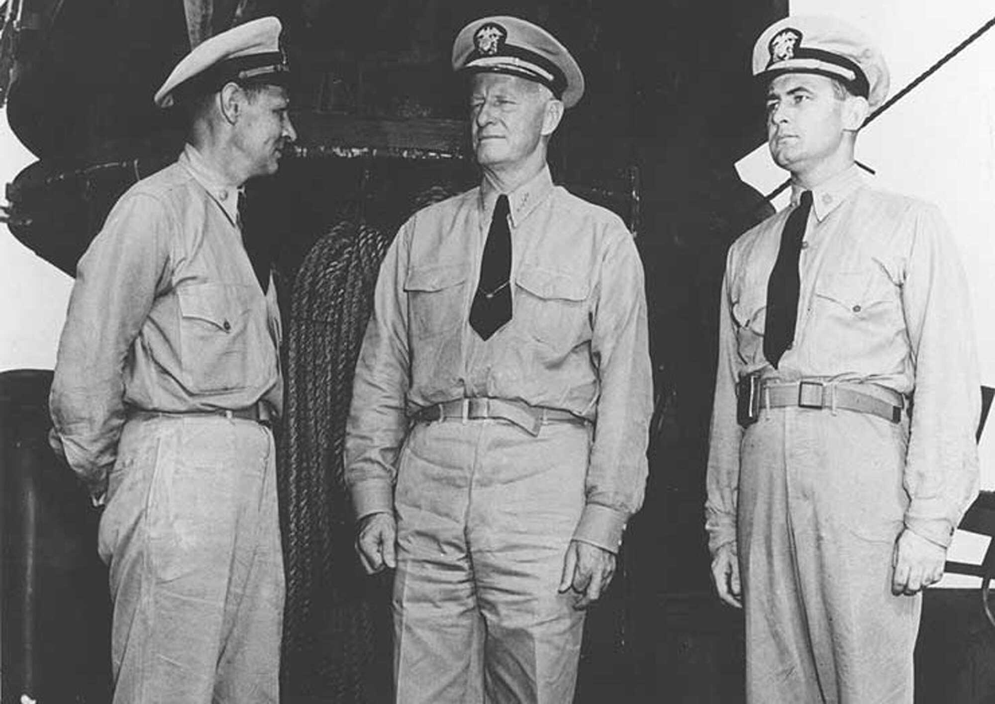 Macarthur_Admiral_Chester_W_Nimitz.jpg